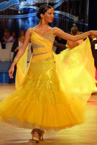 Желтое платье на стандарт